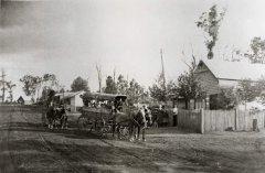 U-1_(N-7)_Nations_Coach_at_Siddles_corner_PO_Main_Street_1903.jpg